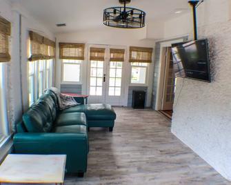 Blue Bayou Inn - Room 5 of 7 - Tarpon Springs