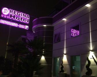 Hotel Regina - Caserta - Gebäude