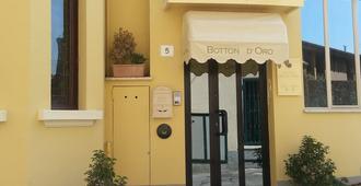Hotel Botton D'Oro - Salsomaggiore Terme - Building