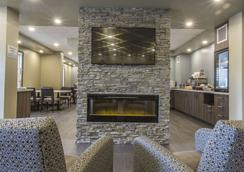 Quality Inn & Suites - Moose Jaw - Lobby