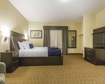 Quality Inn & Suites - Moose Jaw - Bedroom