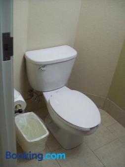 Magnolia Inn & Suites - Pooler - Μπάνιο