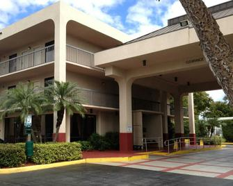 Quality Inn Palm Beach International Airport - West Palm Beach - Building