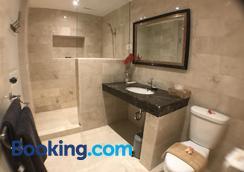 hikari guesthouse - Kuta - Bathroom