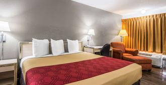 Econo Lodge Airport I-35 North - Dallas - Bedroom