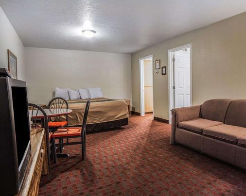 Rodeway Inn - Hurricane - Bedroom