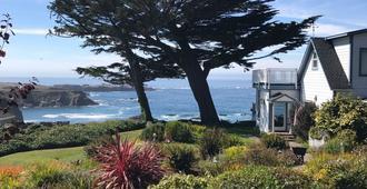 Agate Cove Inn - Mendocino - Outdoors view