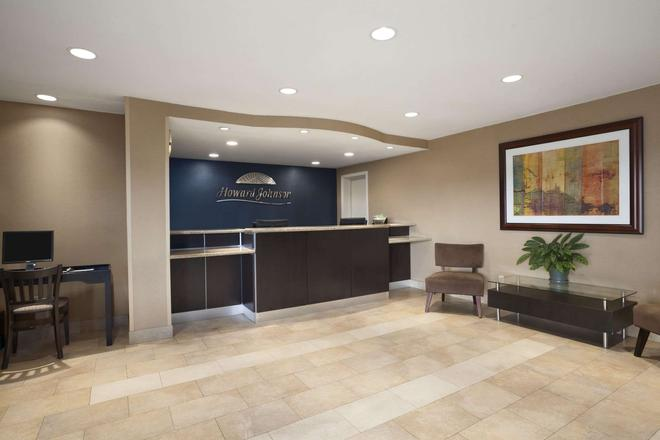 Howard Johnson by Wyndham San Diego Sea World - San Diego - Front desk