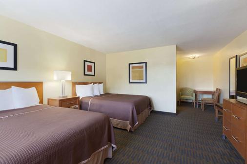 Howard Johnson by Wyndham San Diego Sea World - San Diego - Bedroom