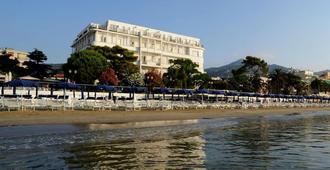Grand Hotel Mediterranee - אלאסיו