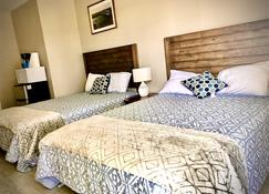 Suite 201 - Single Room With 2 Queens - Sandy Beach Suites - Pet Friendly - Long Beach - Bedroom