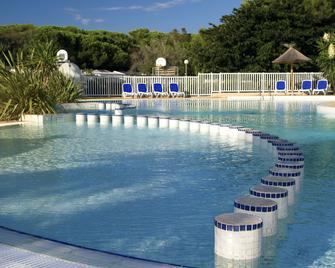 Camping des Rives des Corbieres - Лекат - Pool
