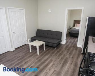 Cozy Apartments In Kitchener - Kitchener - Living room