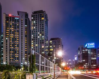 Ramada Hotel and Suites Seoul Namdaemun - Seoul - Building