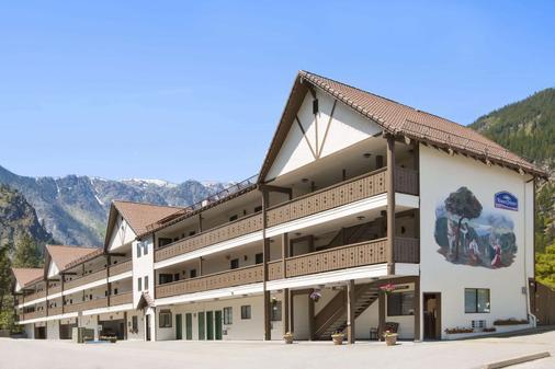 Howard Johnson by Wyndham Leavenworth - Leavenworth - Toà nhà