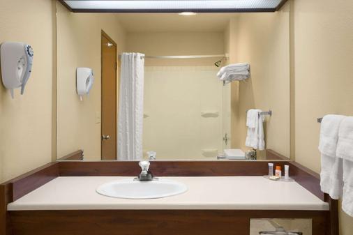 Howard Johnson by Wyndham Leavenworth - Leavenworth - Phòng tắm