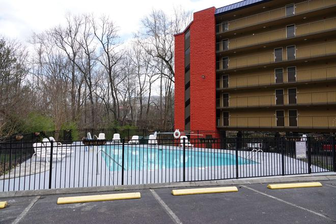 SureStay Plus Hotel by Best Western Gatlinburg - Gatlinburg - Uima-allas