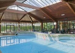Airport Inn Manchester - Wilmslow - Pool