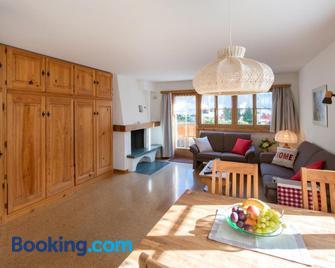 Ferienwohnungen Muntschi - Andeer - Living room