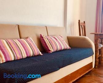 Apartamentos Turisticos Trajano - Bolonia - Sala de estar
