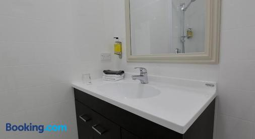Aden Motel - Te Anau - Bathroom