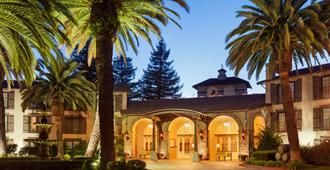 Embassy Suites by Hilton Napa Valley - Napa - Building