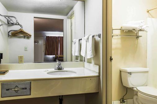 Rodeway Inn Ontario Mills Mall - Ontario - Bathroom