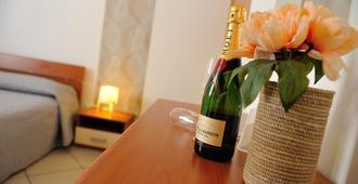 Green Garden Bed & Breakfast - Terrasini - Servicio de la habitación