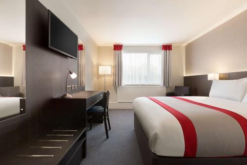 Ramada by Wyndham Chorley South - Chorley - Bedroom