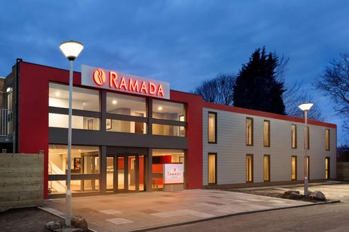 Ramada by Wyndham Chorley South - Chorley - Building