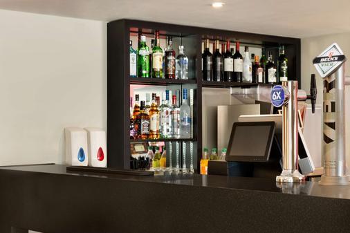 Ramada by Wyndham Chorley South - Chorley - Bar