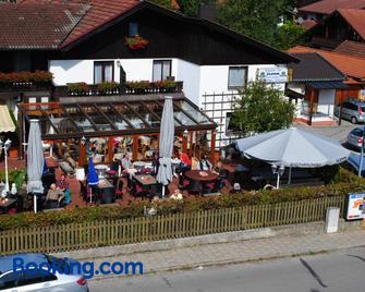 Gasthof Cafe Hotel Momm - Brunnthal - Building