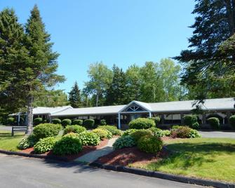 Dannys Hotel Suites, SureStay Collection by Best Western - Beresford - Building