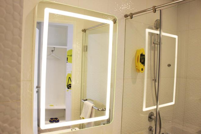 和諧黃酒店 - 雅加達 - 雅加達 - 浴室