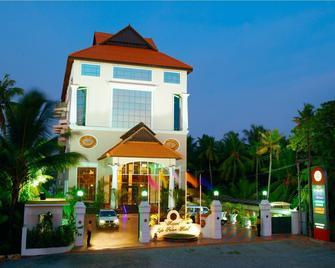 Regant Lake Palace Hotel - Kollam - Gebouw