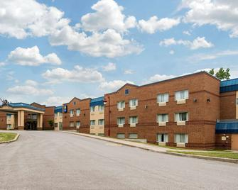 Comfort Inn & Suites Shawinigan - Шоиниган - Здание