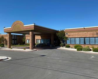 Days Inn & Suites by Wyndham Havelock - Havelock - Building