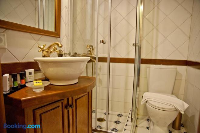 Archontiko Hatzipanayioti - Leonídio - Bathroom