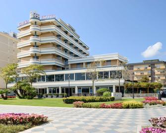 Hotel Caesar - Cesenatico - Building
