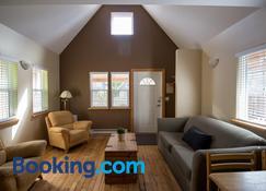 Reef Point Cottages - Ucluelet - Wohnzimmer
