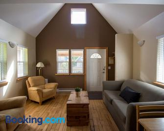 Reef Point Cottages - Ucluelet - Living room