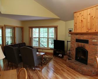 Patterson Kaye Resort On Lake Muskoka - Bracebridge - Living room