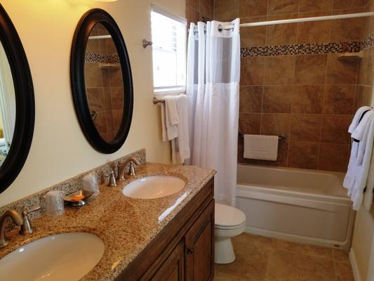 Cedar Cove Resort and Cottages - Holmes Beach - Bathroom