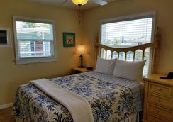 Cedar Cove Resort and Cottages - Holmes Beach - Bedroom