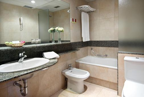 Hotel Zenit Imperial - Valladolid - Bathroom