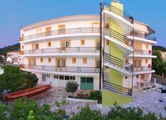 Remezzo Apartments - Sami - Building