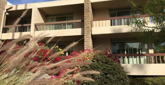 GetAways at Palm Springs Tennis Club - Palm Springs - Building