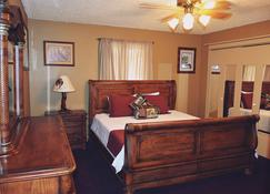 Yellowstone River Suites - Gardiner - Bedroom