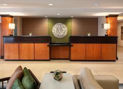 Fairfield Inn & Suites by Marriott Redding - Redding - Front desk