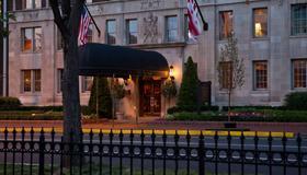 Hotel Lombardy - Washington - Building